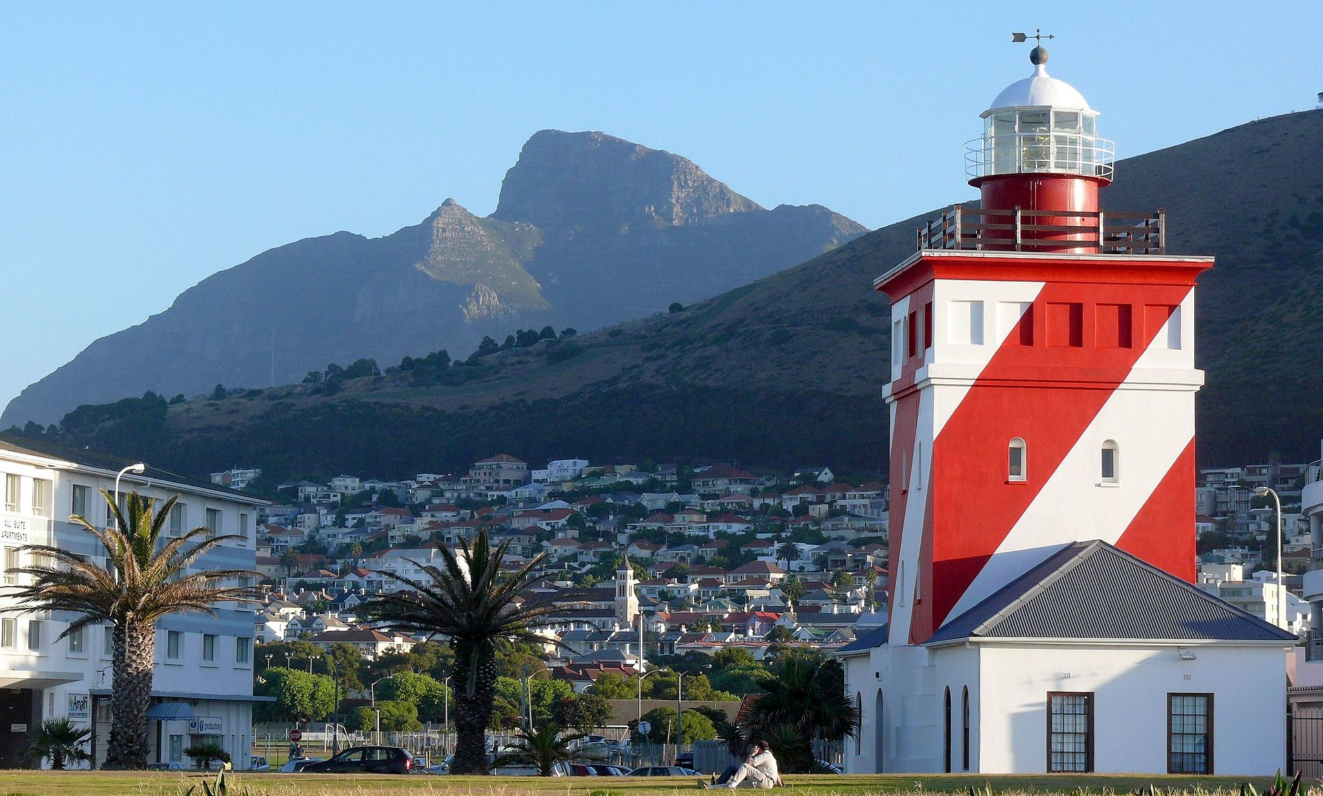 The Green Point Lighthouse at Mouille Point with Devil's Peak as a backdrop.
